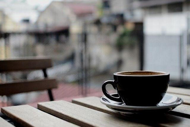 カフェで人妻と待ち合わせ